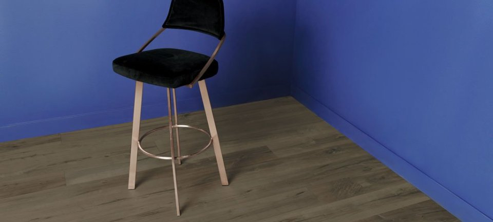 Aquila Floor High Chair on Blue Wall