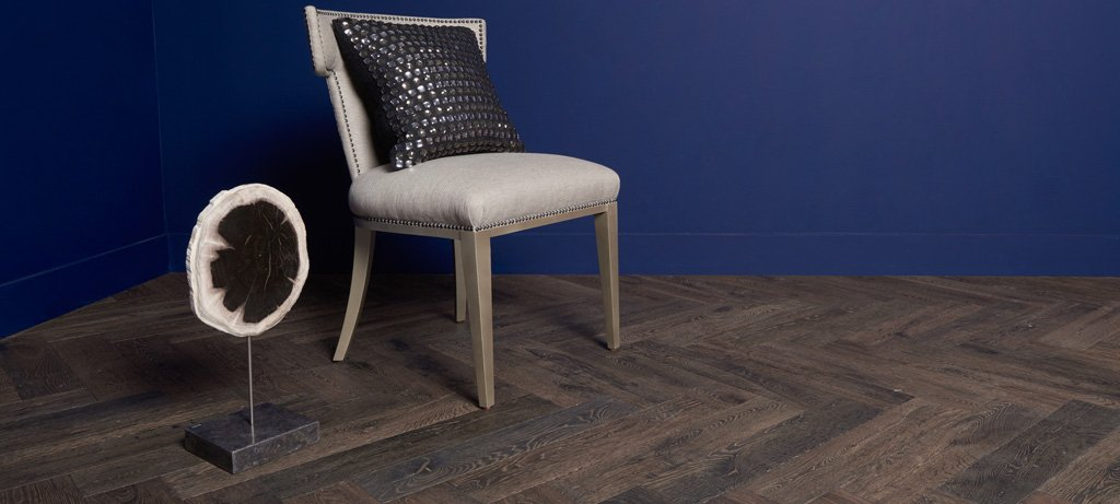 Grosseto Floor Chair with Art Blue Wall